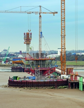 Die PERI Planung berücksichtige auch einen wirtschaftlichen Materialeinsatz: Die SB Stützböcke wurden sowohl für die konsolartigen Pylonausweitungen als auch für die Pfeilerköpfe der Vorlandbrücken eingesetzt.