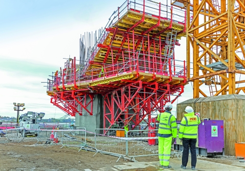 The on-site PERI project manager provided continuous support to ensure efficient execution of the planned formwork and scaffolding solution. : The on-site PERI project manager provided continuous support to ensure efficient execution of the planned formwork and scaffolding solution.