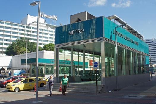 Metrobahnhof Iglesia del Carmen