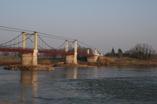 Meung-sur-Loire Suspension Bridge