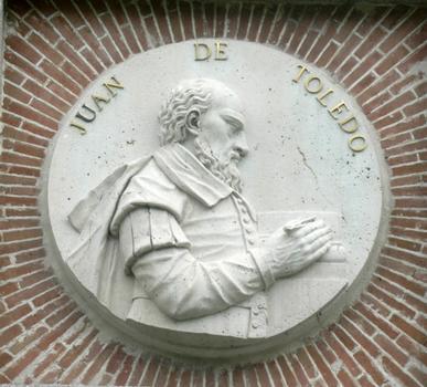 Le peintre espagnol Juan de Toledo. Médaillon encastré dans la façade du Musée du Prado, Madrid