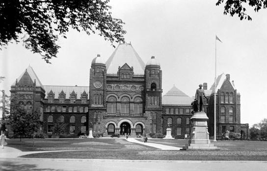 Parlament der Provinz Ontario in Kanada. Foto aus der Zeit von 1909 bis 1923