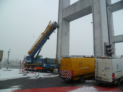 Auto crane used for the removal of the deck of Humbeek bridge after the ship collision.