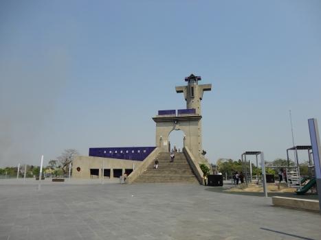 Puente Solidaridad / Torre del Caballero