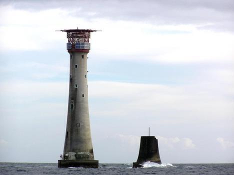 Phare d'Eddystone à côté des fondations du phare de John Smeaton