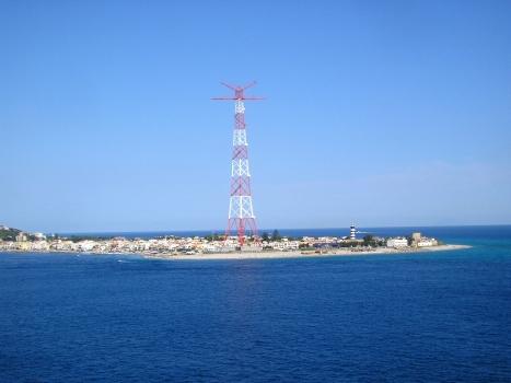 Hochspannungsmaste an der Straße von Messina