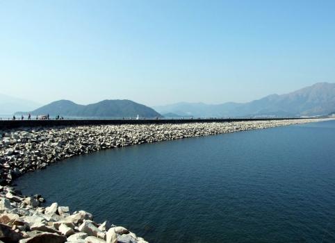 Hauptdamm des Plover Cove Reservoir