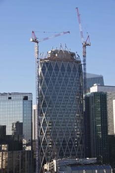 Interessante Silhouette: Der 171 m hohe Tour D2 in La Défense.