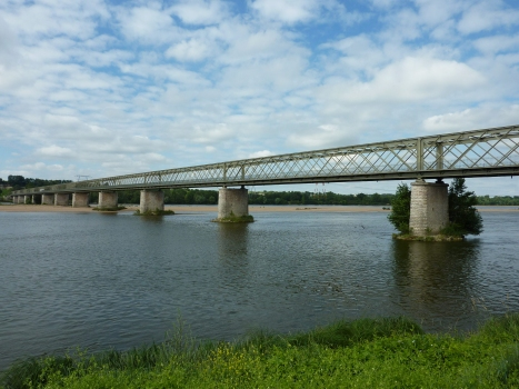Varennes-Montsoreau Bridge