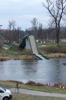 Geh- und Radwegbrücke Troja nach dem Einsturz