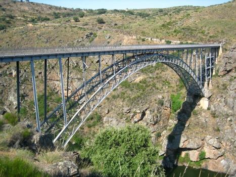 Puente Requejo