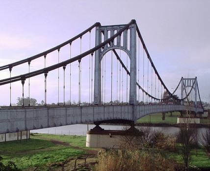 Hipólito-Yrigoyen-Brücke