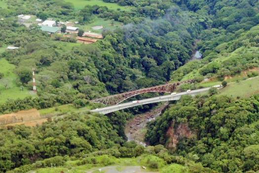 Pont ferroviaire sur le Rio Grande