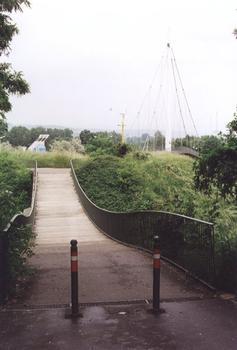Fußgängerbrücken im Rosensteinpark in Stuttgart.