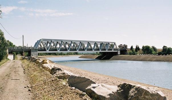 Autobahnbrücke über den Canal EDF in Sainte Tulle