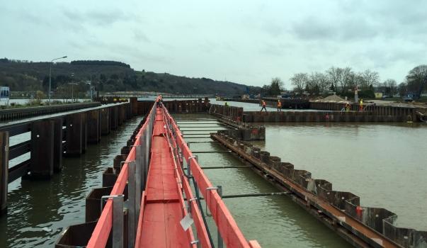 Bis April 2017 stellt die HOCHTIEF Infrastructure GmbH das 314 Meter lange und 22,6 Meter breite Stahlbetonbauwerk her.