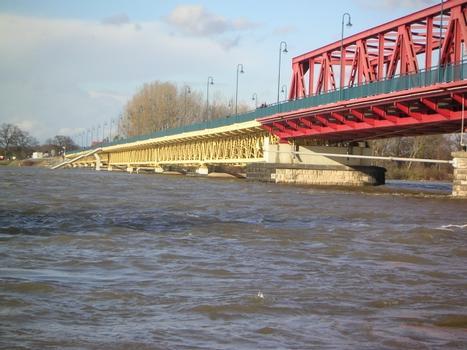 Elbbrücke Schönebeck bei einem Hochwasserstand von 6,50 m am Elbpegel Schönebeck (zum Vergleich: das Hochwasser 2002 hatte 7,07 m)