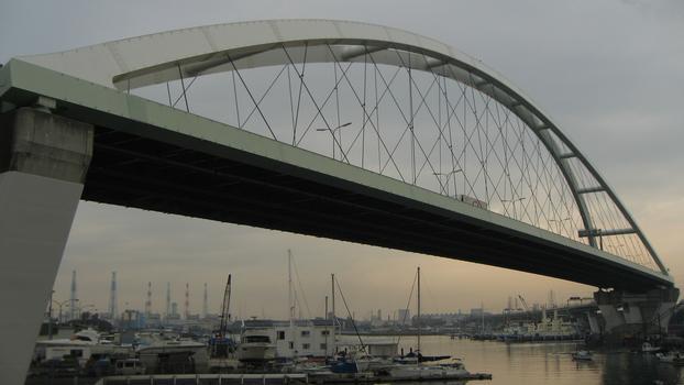 Shinhamadera-Brücke
