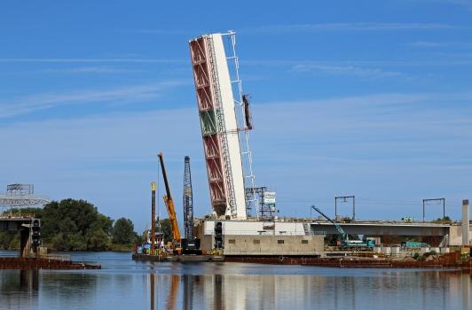 Eisenbahnbrücke über den Boudewijnkanaal