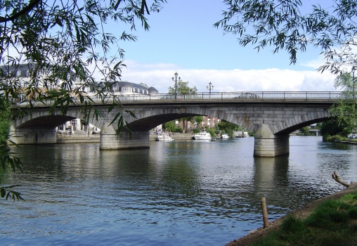 Staines Bridge
