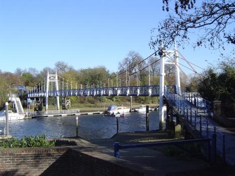 Westliche Brücke über die Schleuse von Teddington