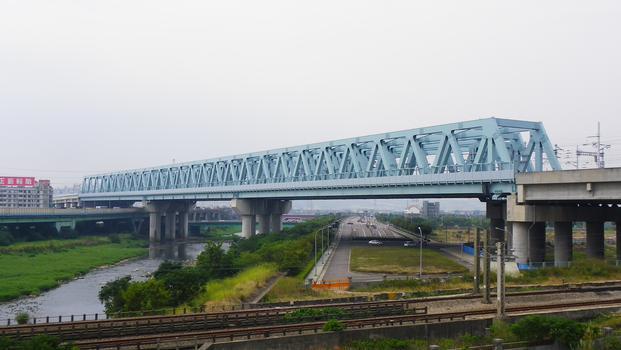 Fazibrücke der Hochgeschwindigkeitsstrecke in Taiwan.