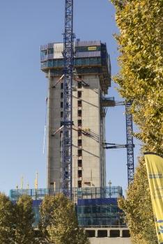 Avec la tour « La Marseillaise », un nouvel emblème architectonique s'ajoute à la skyline phocéenne. : Avec la tour « La Marseillaise », un nouvel emblème architectonique s'ajoute à la skyline phocéenne.