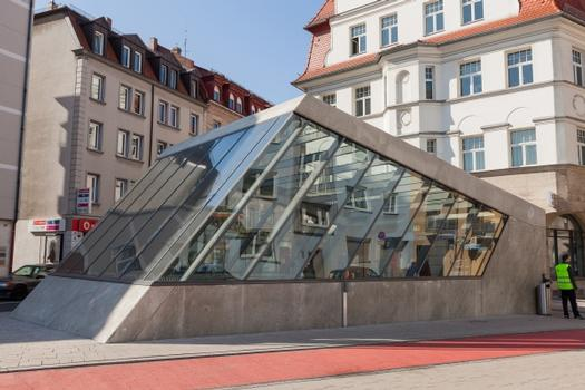 Westlicher Aufgang des U-Bahnhof Friedrich-Ebert-Platz.