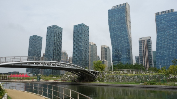 Park Path bridge in Central Park of Songdo International Business District (IBD) in Incheon, South Korea