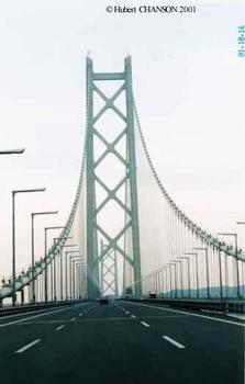 Pont sur le d'étroit d'Akashi vue du côté nord en circulant vers le sud
