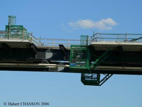 Eleanor Schonell Bridge, Brisbane. Skeleton of the central key section installed on 11Aug. 2006; photograph taken on 15 Aug. 2006 from the ferry looking upstream at the steel structure; a footbridge allowed access from one end of the other of the bridge