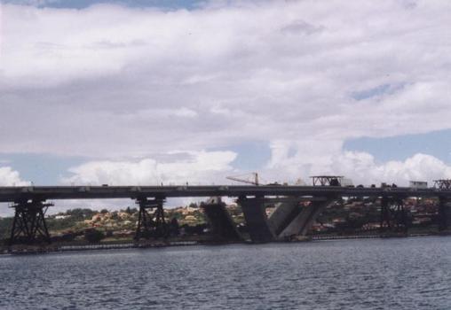 Mosteiro Bridge under construction