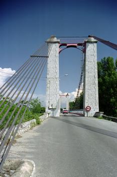 Pont suspendu sur le Petit Rhône, Livron-sur-Drôme.