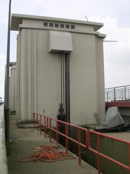 Afsluitdijk - Ecluses de décharge à Den Oever - Entre Den Oever et Harlingen - Zuiderzee - Hollande