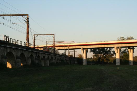 Barrails Viaduct crossing the Arveyres Viaduct