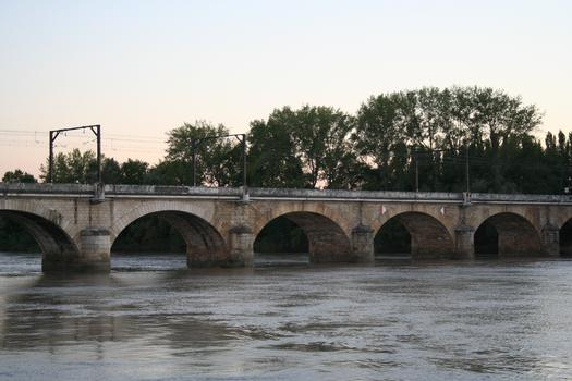 Viaduc Ferroviaire de la Dordogne - Entre Libourne - Gironde - Aquitaine - France et Arveyres - Gironde - Aquitaine - France - PK 547.000 de la ligne Paris Bordeaux