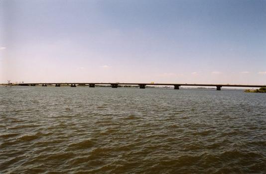 Pont-autoroute à Hollandsch Diep