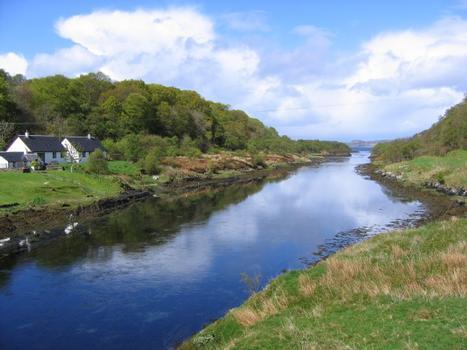 Blick auf Clachan Sound von der Clachan Bridge, auch bekannt als «Bridge over the Atlantic»
