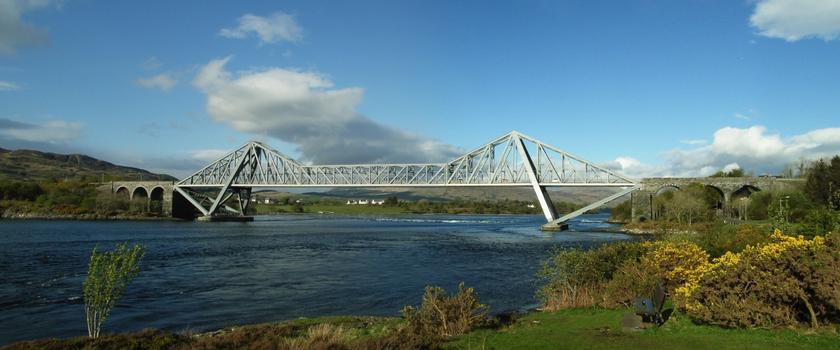 Connel Bridge a travers les Falls of Lora au bout du Loch Etive