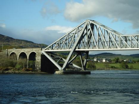 Connel Bridge traversant les Falls of Lora
