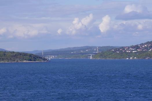 Suspension bridge and concrete bridge east of Kristiansand.