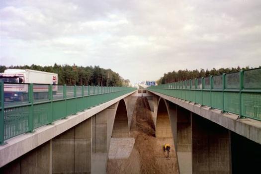 Autobahn A4 – Teufelstalbrücke : rechts die ältere Richtung Hermsdorfer Kreuz,links die ganz neue von 2001 Fahrtrichtung Eisenach