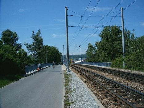 Brücke Alte Lobedaer Strasse, Jena – links Radweg und Fußweg, rechts Straßenbahn