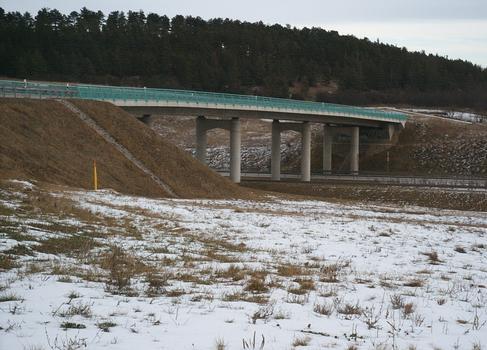 Pont de la K2 traverssant l'autoroute A71 au sud du tunnel de Behringen