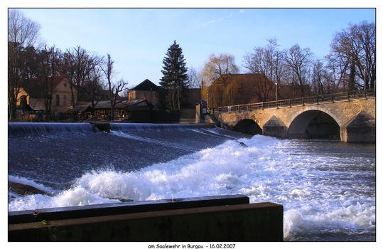 Brücke über die Saale