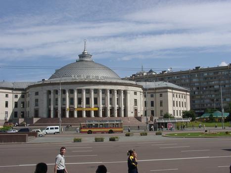Ukraine; Kiew; Victory Sq.; Circus