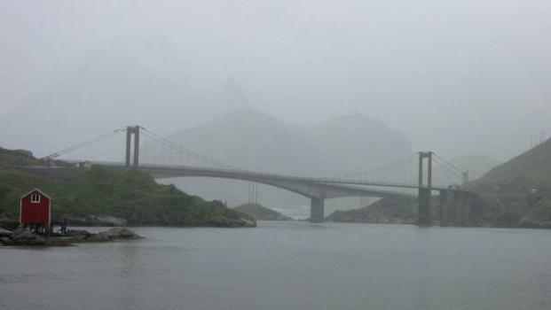 Kåkern Suspension Bridge with cantilever bridge in the background