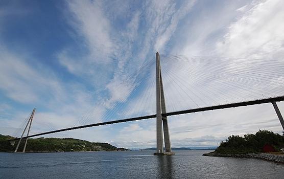 Pont sur le détroit de Skarnsundet