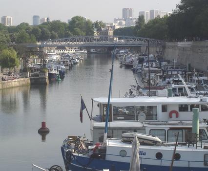 Arsenal-Hafen und Mornay-Steg von der Metrostation Bastille aus gesehen