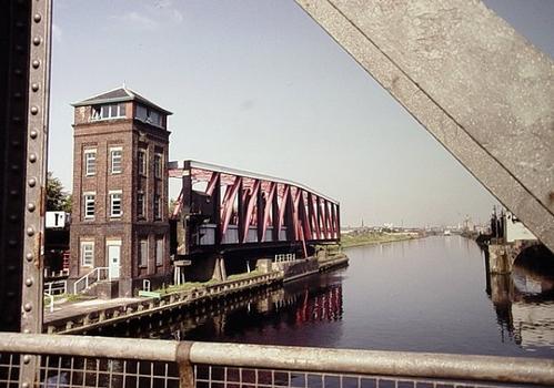 Barton swing aqueduct. Pont-canal pivotant de Barton (Manchester)